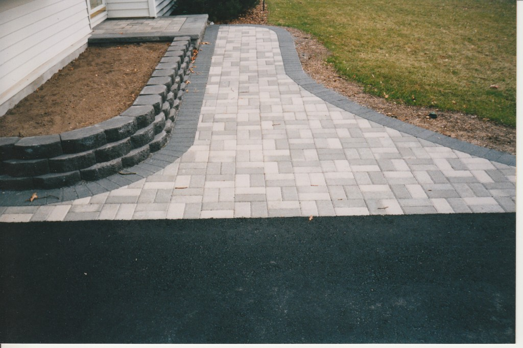 The asphalt driveway what you need to know concrete pavers guide asphalt driveway cost estimate solutioingenieria Gallery